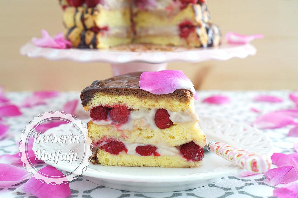 Frambuazlı Güllü Pasta Tarifi