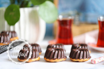 Çikolata Kaplı Karadutlu Muffin Tarifi