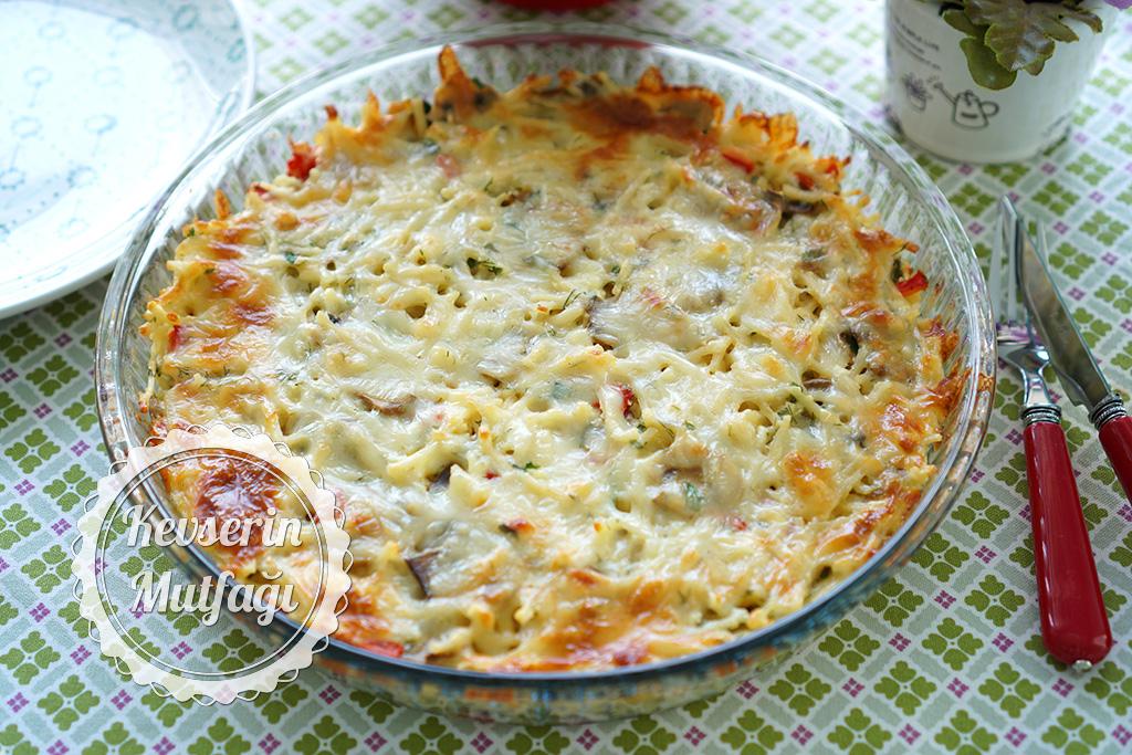 Sebzeli Erişte Böreği Tarifi