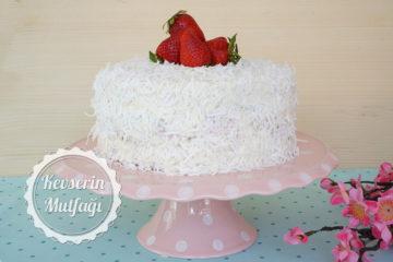 Çilekli Kar Beyaz Pasta Tarifi