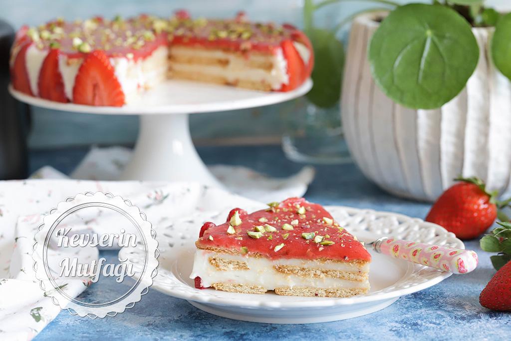 Çilekli Bisküvili Pasta Tarifi