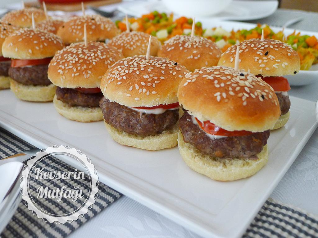 Hamburgerli Davet Sofrası