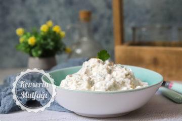 Kızarmış Ekmekli Patlıcan Salatası Tarifi