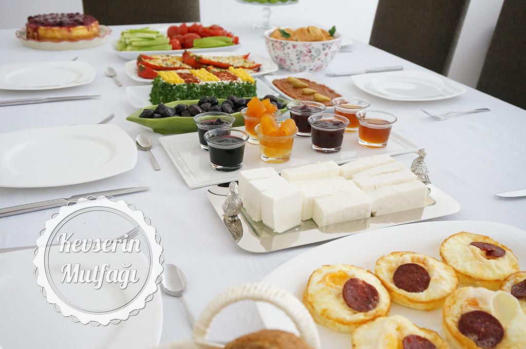 Kahvaltı Daveti Sofrası