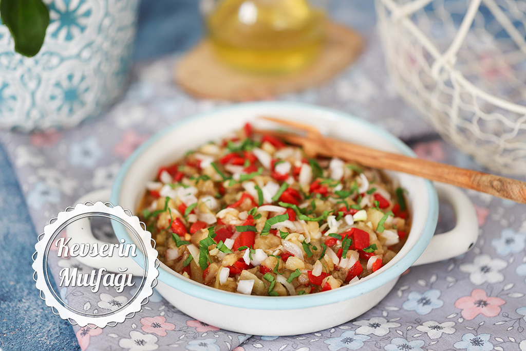 Soğanlı Patlıcan Salatası Tarifi