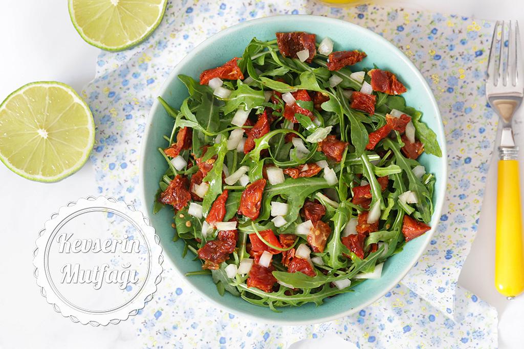 Kuru Domatesli Roka Salatası Tarifi