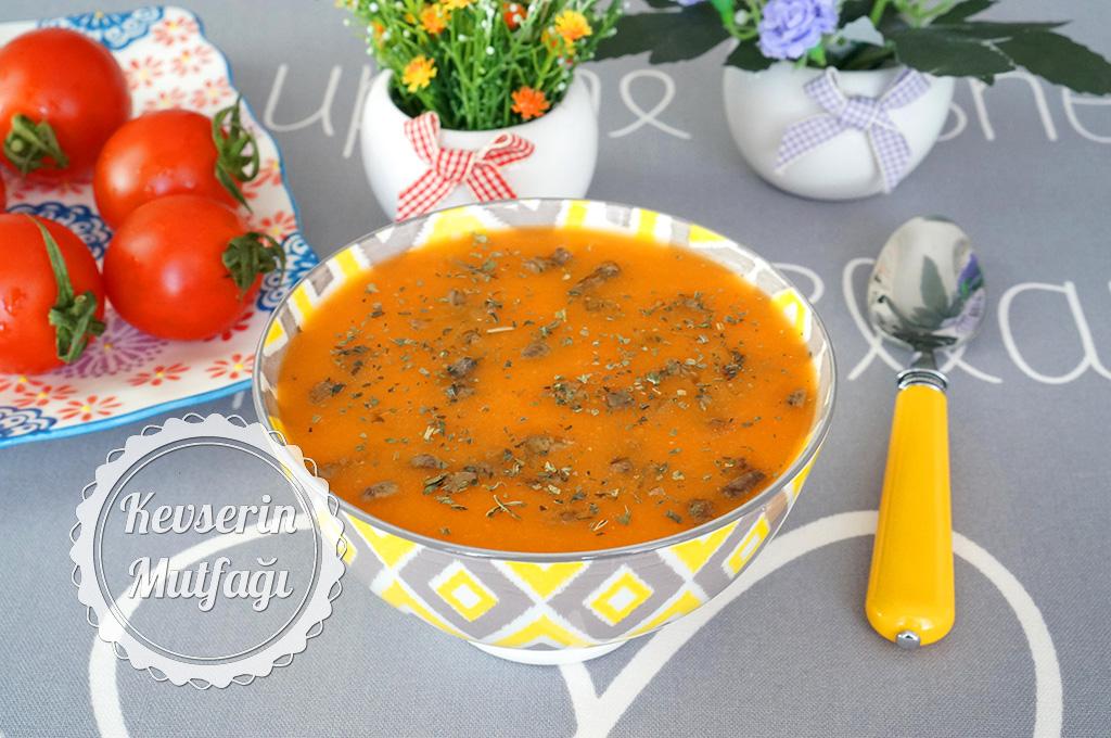 Tavuk Ciğerli Domates Çorbası Tarifi