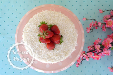 Çilekli Kar Beyaz Pasta (Videolu Tarif)