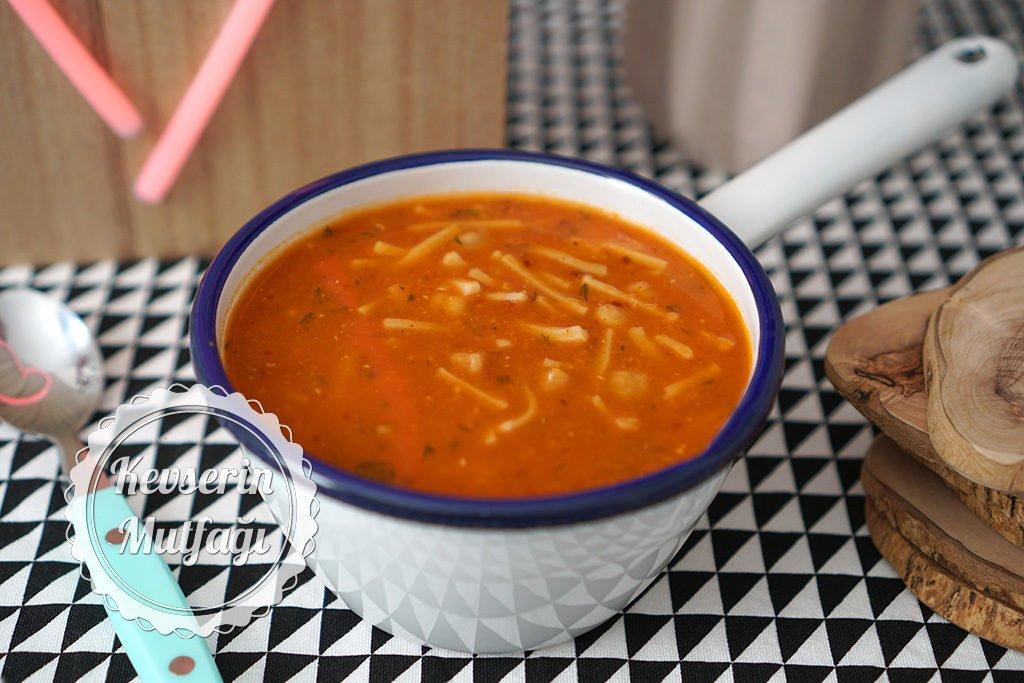 Erişteli Kırmızı Mercimek Çorbası Tarifi