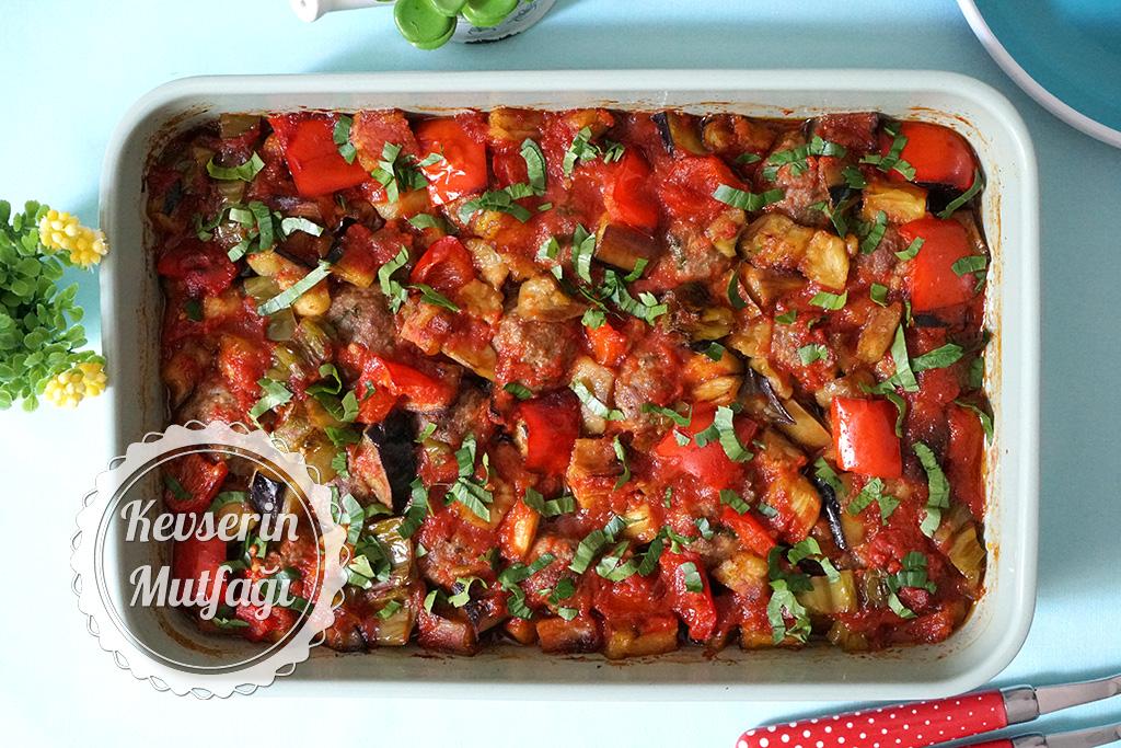 Fırında Köfteli Patlıcan Yemeği Tarifi