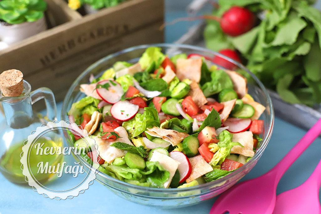 Fettuş Salatası Tarifi