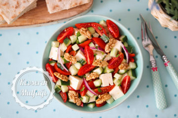 Peynirli Domates Salatası