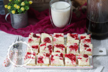 Frambuazlı Cheesecake Dilimleri