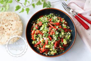 Avokadolu Közlenmiş Biber Salatası Tarifi